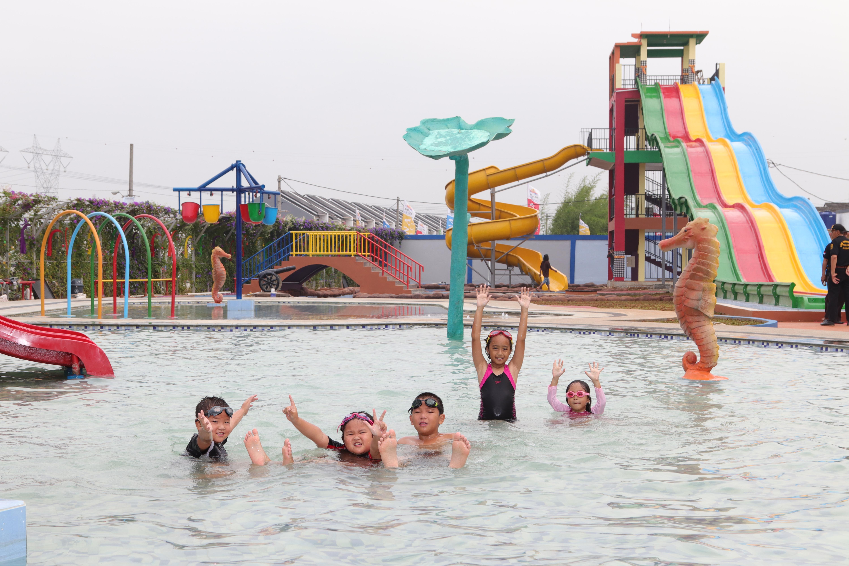 Kolam Renang Waterpark ARYANA AQUAPLAY berada di tengah perumahan ARYANA KARAWACI. Aryana Aquaplay jalan Raya Binong Parigi atau dari jalan Raya Diklat Pemda, Tangerang 15810.